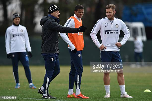 Internazionale head coach Roberto Mancini issues instrutions during the FC Internazionale training session at the club's training ground at Appiano...