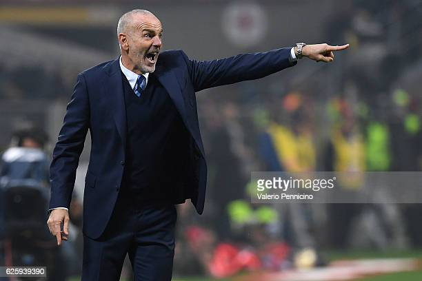 Internazionale head coach Stefano Pioli shouts to his players during the Serie A match between AC Milan and FC Internazionale at Stadio Giuseppe...