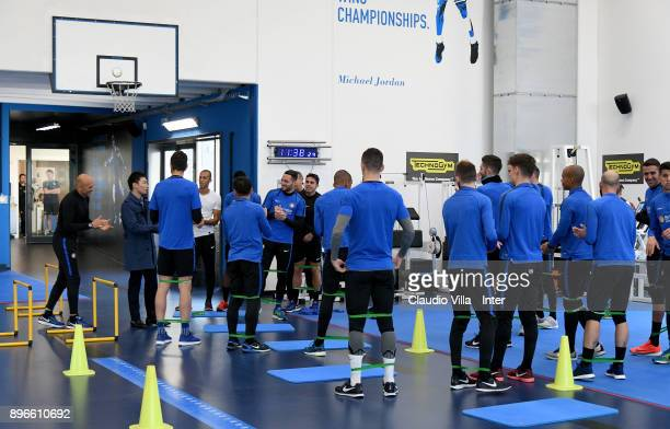 Internazionale Milano board member Steven Zhang Kangyang and Head coach FC Internazionale Luciano Spalletti chat during the FC Internazionale...