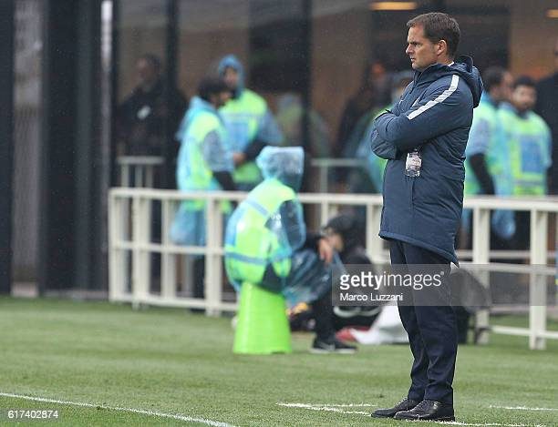 Internazionale Milano coach Frank de Boer watches the action during the Serie A match between Atalanta BC and FC Internazionale at Stadio Atleti...