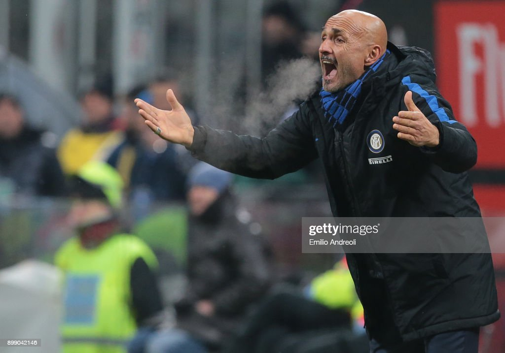 FC Internazionale Milano coach Luciano Spalletti shouts to his players during the TIM Cup match between AC Milan and FC Internazionale at Stadio Giuseppe Meazza on December 27, 2017 in Milan, Italy.
