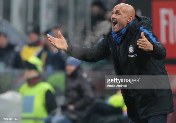 Internazionale Milano coach Luciano Spalletti shouts to his players during the TIM Cup match between AC Milan and FC Internazionale at Stadio...