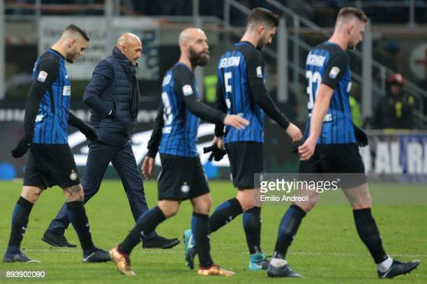 Internazionale Milano coach Luciano Spalletti with his players leave the pitch at the end of the Serie A match between FC Internazionale and Udinese...