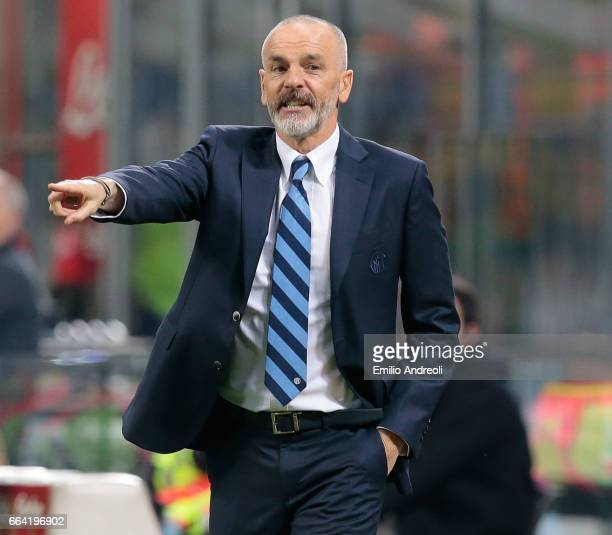 Internazionale Milano coach Stefano Pioli issues instructions to his players during the Serie A match between FC Internazionale and UC Sampdoria at...