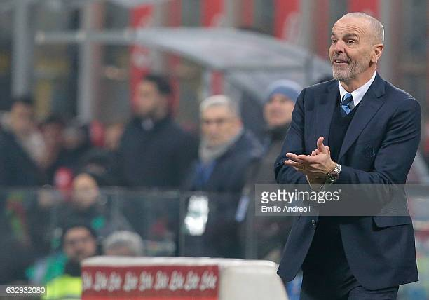 Internazionale Milano coach Stefano Pioli shouts to his players during the Serie A match between FC Internazionale and Pescara Calcio at Stadio...