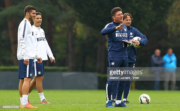 Internazionale Milano coach Walter Mazzarri issues instructions to his players during FC Internazionale training session at the club's training...