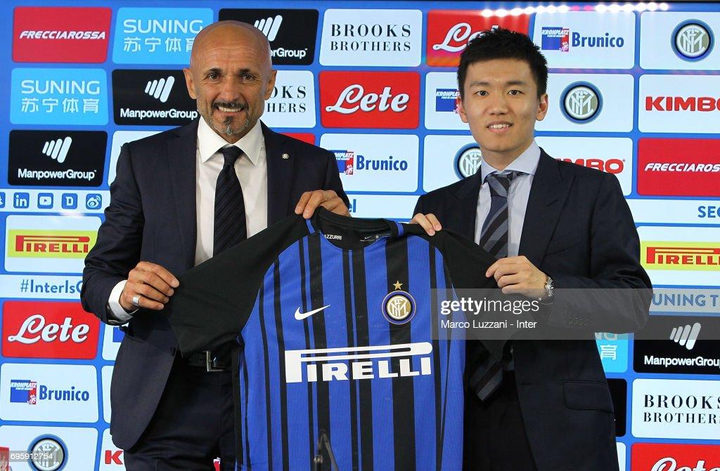 FC Internazionale Presents New Coach Luciano Spalletti : Foto di attualità