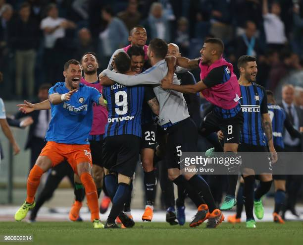 Internazionale players celebrate the victory after the Serie A match between SS Lazio and FC Internazionale at Stadio Olimpico on May 20 2018 in Rome...