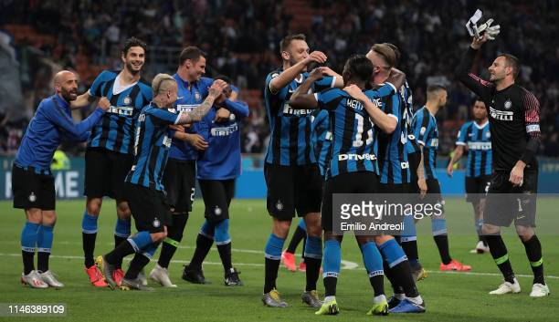 Internazionale players celebrate the victory at the end of the Serie A match between FC Internazionale and Empoli FC at Stadio Giuseppe Meazza on May...