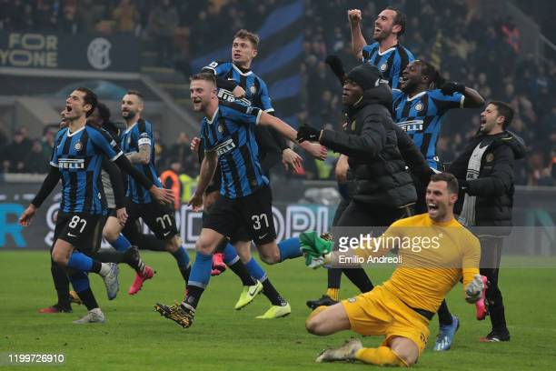 Internazionale players celebrate the victory at the end of the Serie A match between FC Internazionale and AC Milan at Stadio Giuseppe Meazza on...