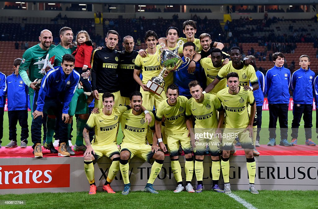 FC Internazionale pose with the Berlusconi Trophy at the end of the Berlusconi Trophy match between AC Milan and FC Internazionale at Stadio Giuseppe Meazza on October 21, 2015 in Milan, Italy.