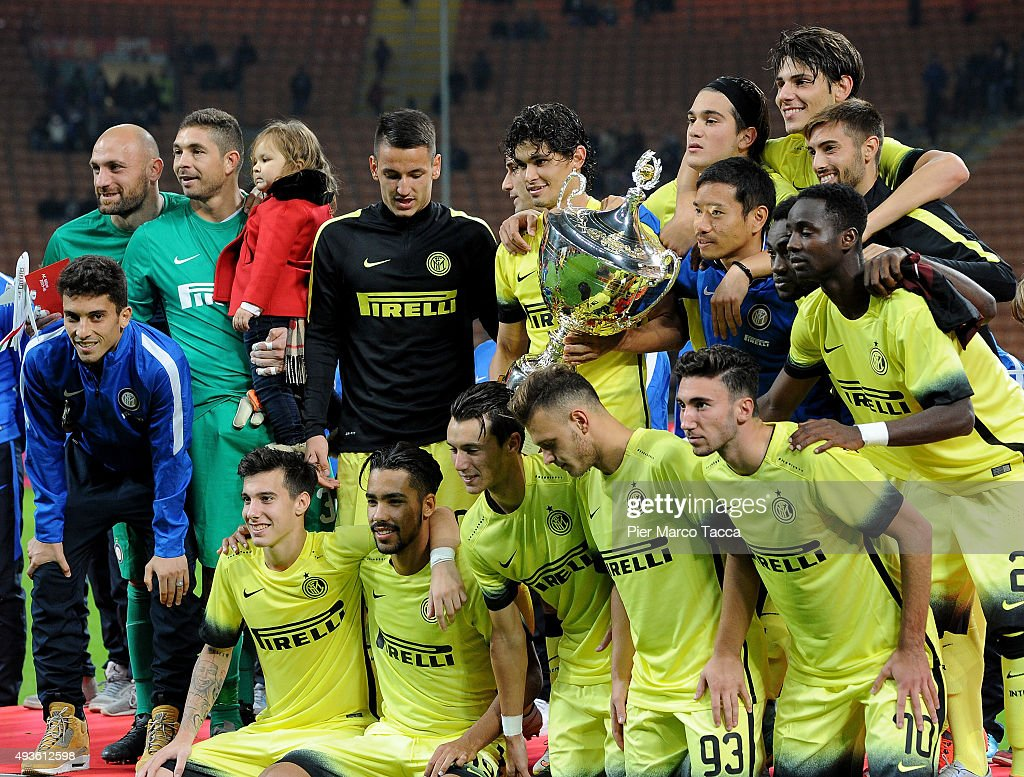 FC Internazionale team players celebrate the victory of Berlusconi Trophy during the Berlusconi Trophy match between AC Milan and FC Internazionale at Stadio Giuseppe Meazza on October 21, 2015 in Milan, Italy.