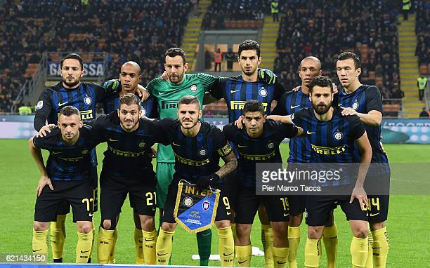 Internazionale team players pose during the Serie A match between FC Internazionale and FC Crotone at Stadio Giuseppe Meazza on November 6 2016 in...