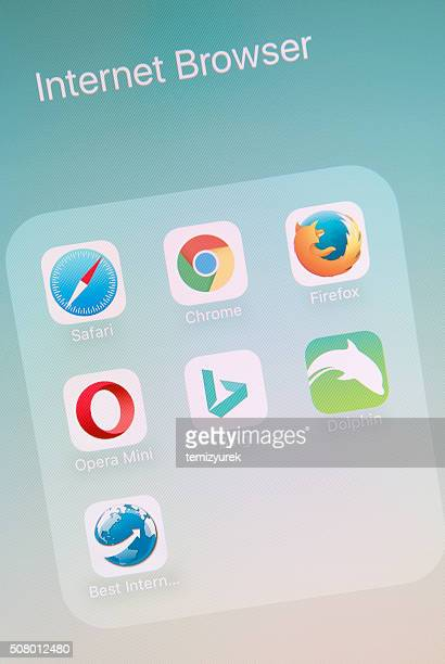 internet browser apps on apple iphone 6s plus screen - chrome stock photos and pictures