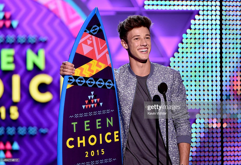 Internet personality Cameron Dallas accepts the Choice Web Star: Male Award onstage during the Teen Choice Awards 2015 at the USC Galen Center on August 16, 2015 in Los Angeles, California.
