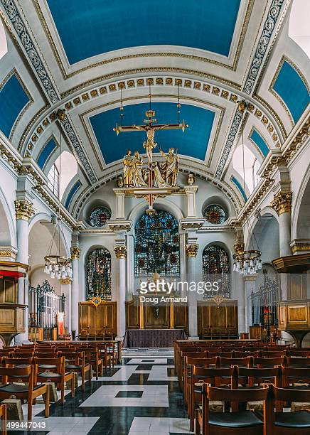 interrior of st mary le bow church in london - st mary le bow church stock pictures, royalty-free photos & images
