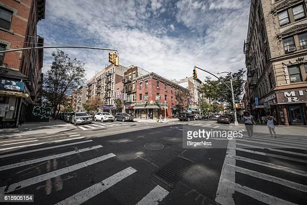 intersection in brooklyn, new york city, united states - williamsburg brooklyn fotografías e imágenes de stock