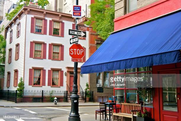 ニューヨークの交差点、グローヴ、Bedford 通り、西グリニッチビレッジ、マンハッタン