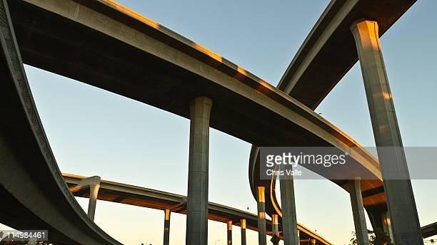 intertwined freeway ramps overhead - 高架道路 ストックフォトと画像