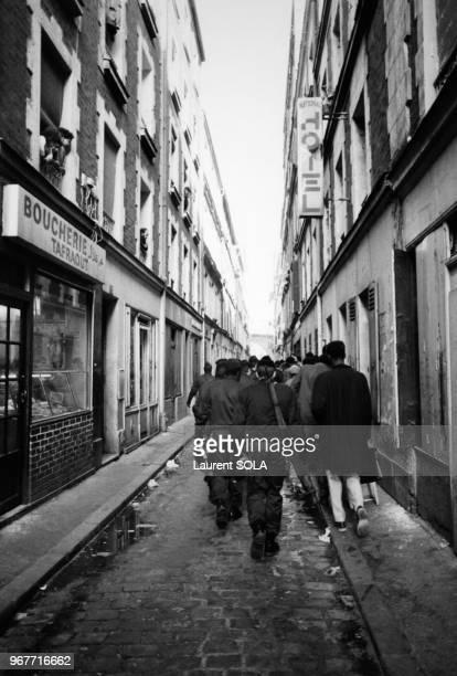 Intervention de la police le 14 février 1984 dans l'îlot Chalon près de la gare de Lyon à Paris, France.