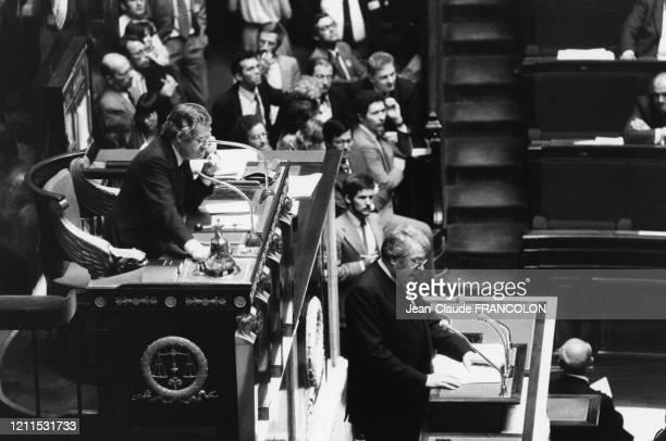 Intervention de Pierre Mauroy qui engage la responsabilité du gouvernement sur son programme économique et financier devant l'Assemblée le 23 juin...