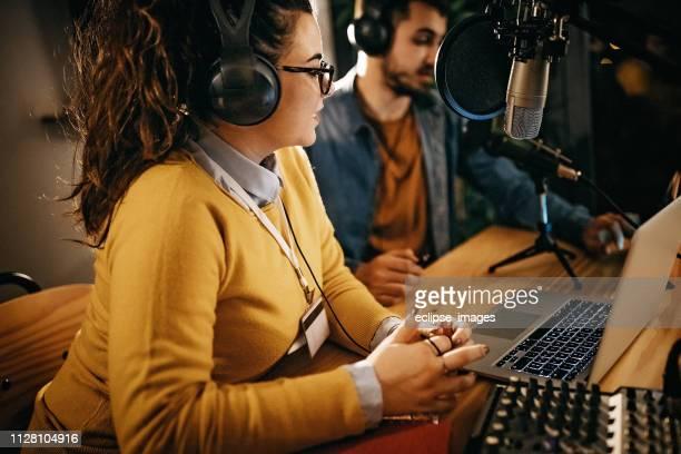 インタビューは空気ですぐになります - ラジオdj ストックフォトと画像