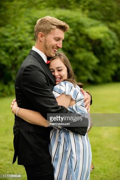 """cerimônia de casamento íntima para casal milenário. - """"martine doucet"""" or martinedoucet - fotografias e filmes do acervo"""