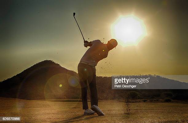 into the sun - golf stock-fotos und bilder