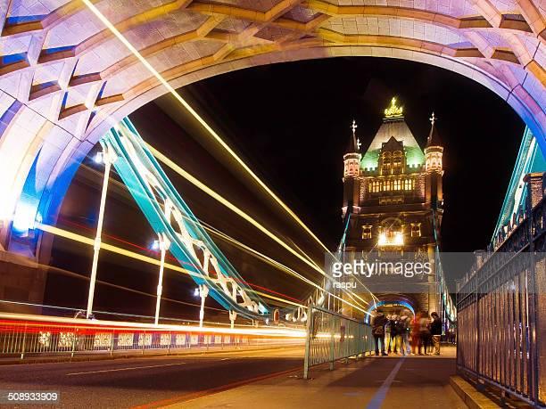 into the tower bridge of london - 60周年 ストックフォトと画像