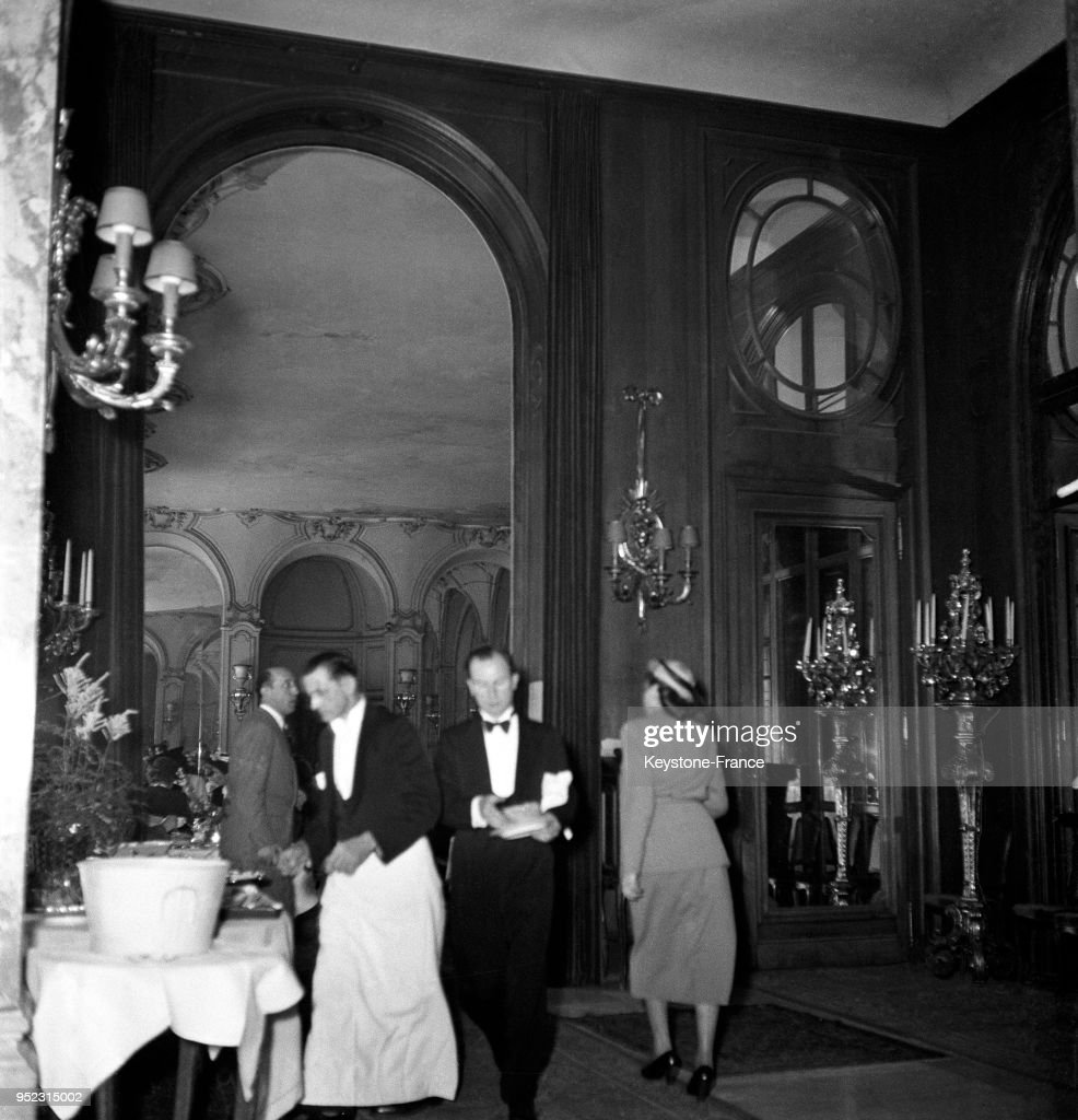 Int rieur de l 39 h tel ritz avec en arri re plan la salle manger news photo getty images - La salle a manger paris ...