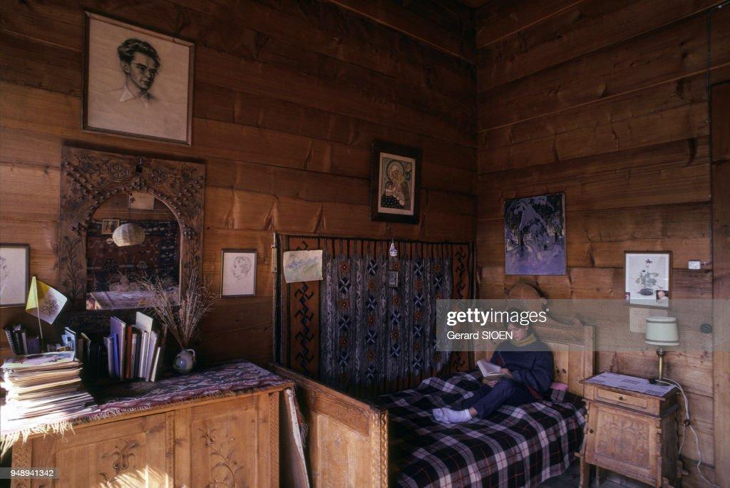 Intérieur d\'une maison traditionnelle de Zakopane, en ...