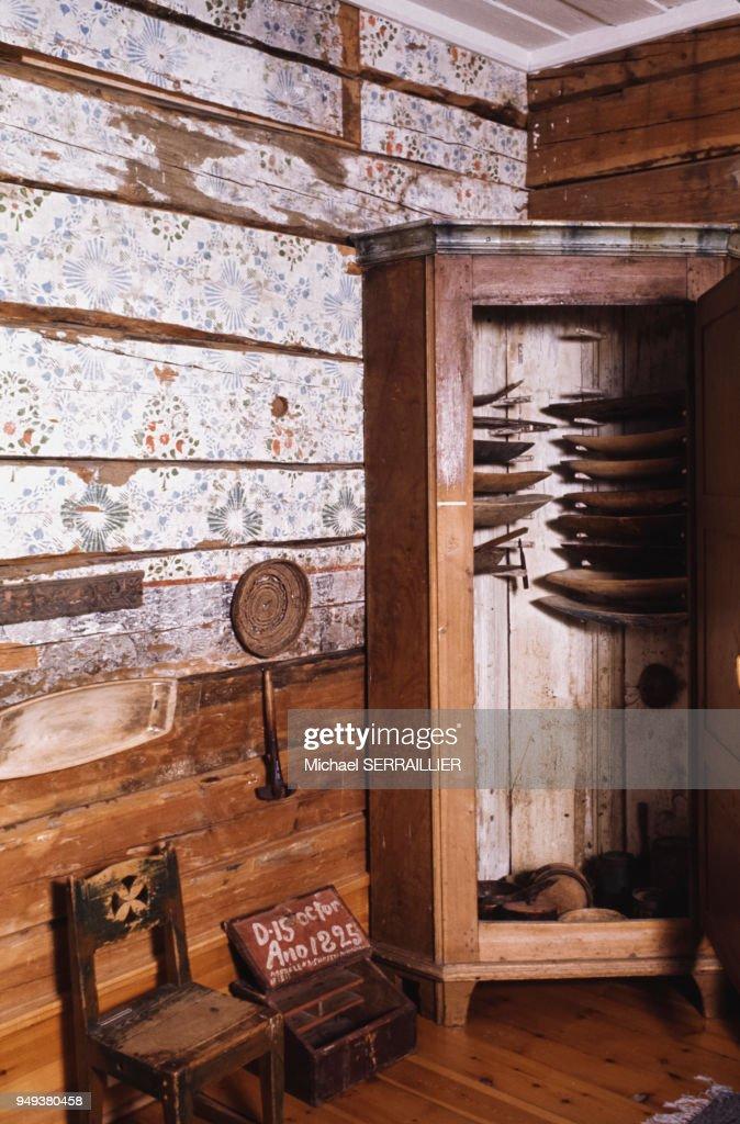 L\'intérieur d\'une maison traditionnelle laponne à Arjeplog, Suède ...