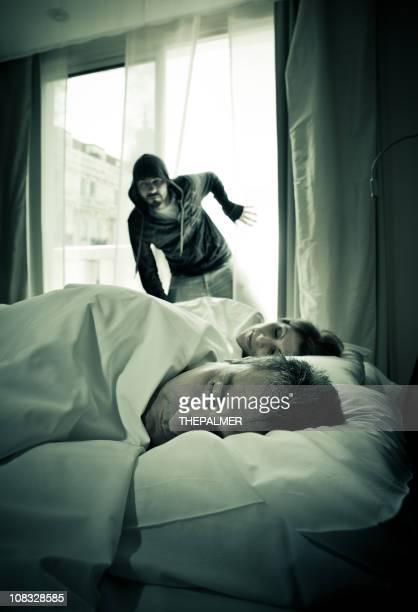 intruder zerbrechen in einem apartment