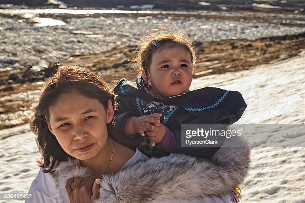 inuit mother and daughter on baffin island, nunavut, canada. - nunavut stock pictures, royalty-free photos & images