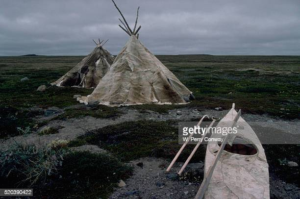 inuit teepee and kayak - inuit stock pictures, royalty-free photos & images