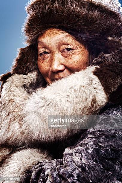inuit woman - inuit stock pictures, royalty-free photos & images