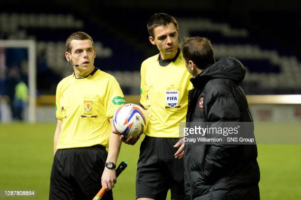 Dundee Utd manager Jackie McNamara speaks with referee Kevin Clancy at full-time.