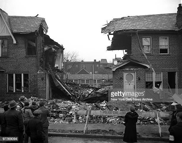 Investigate Queens Blast The dust had settled over debris of gasblasted home at 16122 Grand Central Parkway Jamaica but precarious position of walls...