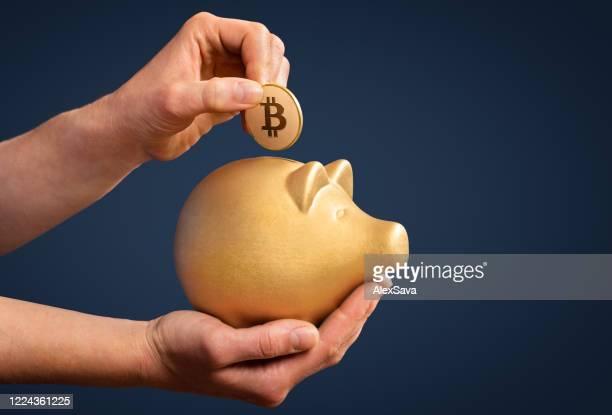 sparen in bitcoin zu investieren ist gold - bitcoin stock-fotos und bilder