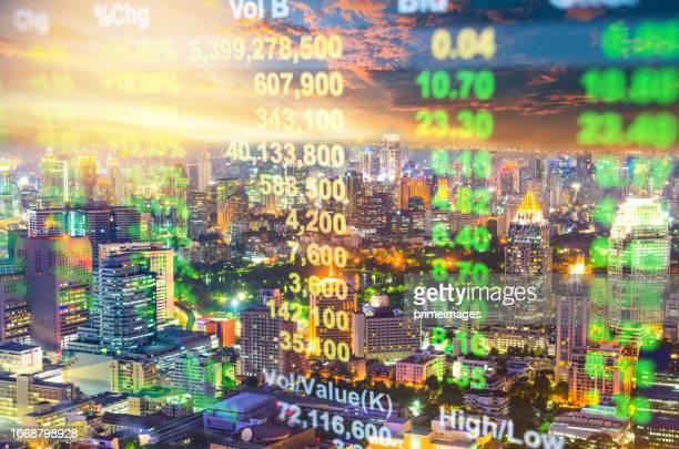 investitionen und finanzielle thema guangzhou in china mit stadt lebensstil hintergrund - kapitell stock-fotos und bilder
