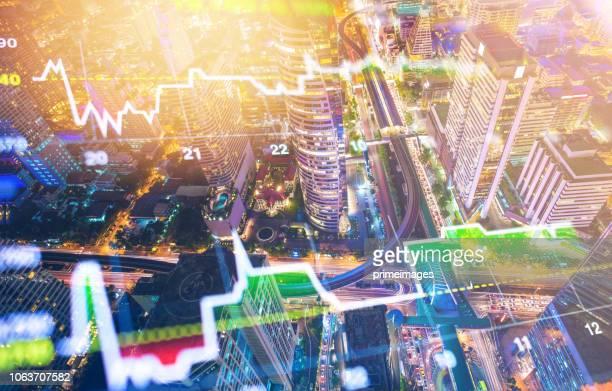 investitionen thema börse und finanzen business analyse aktienmarkt mit digital-tablette - advertising column stock-fotos und bilder