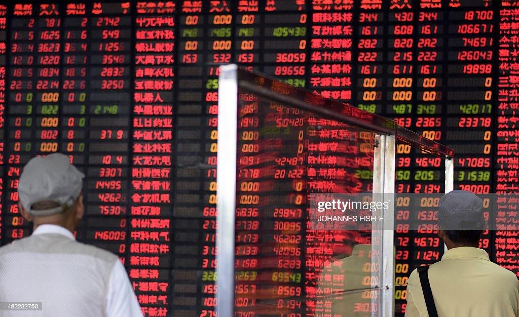 CHINA-ECONOMY-STOCKS-POLITICS : News Photo