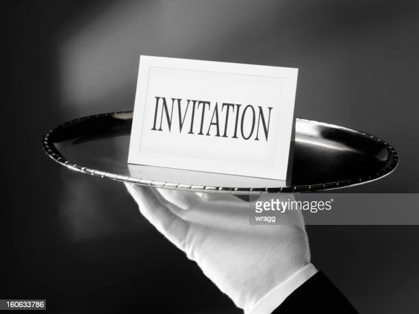 Invitación en una bandeja de plata