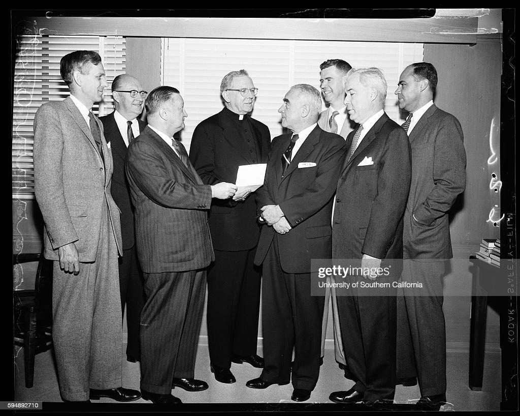Invitation to Cardinal to Banquet of Friendly Sons of St. Patrick, 1957 : Nachrichtenfoto