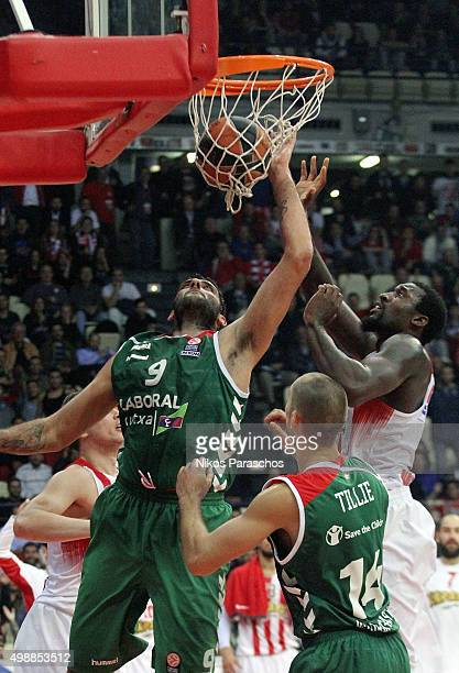 Ioannis Bourousis #9 of Laboral Kutxa Vitoria Gasteiz competes with Othello Hunter #5 of Olympiacos Piraeus during the Turkish Airlines Euroleague...