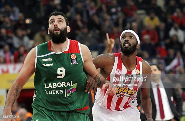 Ioannis Bourousis #9 of Laboral Kutxa Vitoria Gasteiz competes with Hakim Warrick #21 of Olympiacos Piraeus during the 20152016 Turkish Airlines...