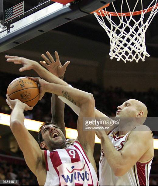Ioannis Bourousis #9 of Olympiacos Piraeus competes with Zydrunas Ilgauskas #11 of Cleveland Cavaliers during the Euroleague American Tour match...