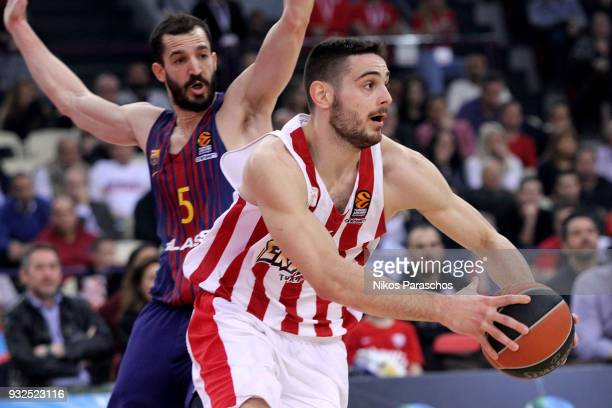 Ioannis Papapetrou #6 of Olympiacos Piraeus competes with Pau Ribas #5 of FC Barcelona Lassa during the 2017/2018 Turkish Airlines EuroLeague Regular...