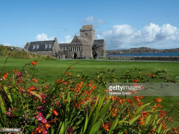 iona abbey, hebrides archipelago, scotland - hebriden inselgruppe stock-fotos und bilder