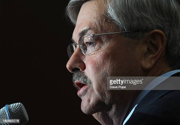 Iowa Gov Terry Branstad speaks at the annual Ronald Reagan Commemorative Dinner on October 25 2013 in Des Moines Iowa US Sen Ted Cruz was the keynote...